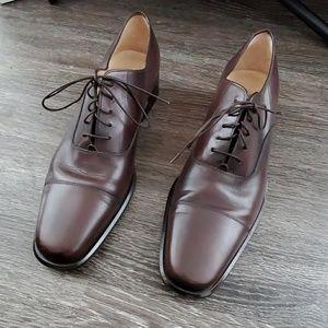 Cap toe oxford shoe